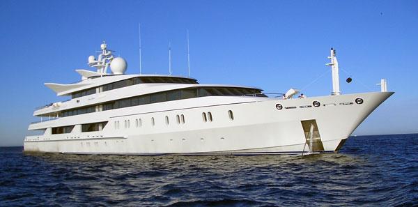 Les vitres teintées pour bateau : protection solaire et intimité