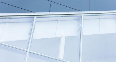 Soleil, vandalisme, vie privée: assurer ses espaces vitrés avec des films spéciaux
